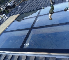 Collage spécial Structural Glazing en toiture